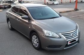 Nissan - Sentra SE