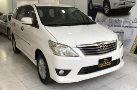 Toyota - Innova G