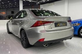 Lexus - IS 300