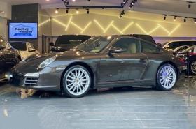 Porsche - 911 Carrera 4