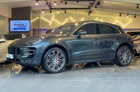 Porsche - Macan Turbo