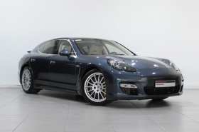 Porsche - Panamera Turbo